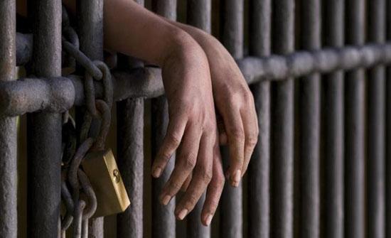 محاولة فرار 3 موقوفين أثناء اقتيادهم لمحكمة في إربد