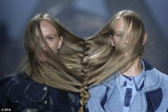 صور: الضفائر المتشابكة موضة جديدة تظهر في أحد عروض الأزياء في البرازيل