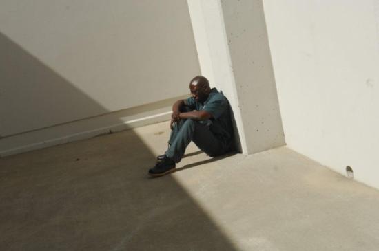«شاهد» هذه قصّة السجين الذي نال البراءة بعد 28 عاماً لاغتصابه سيدة في الحلم!