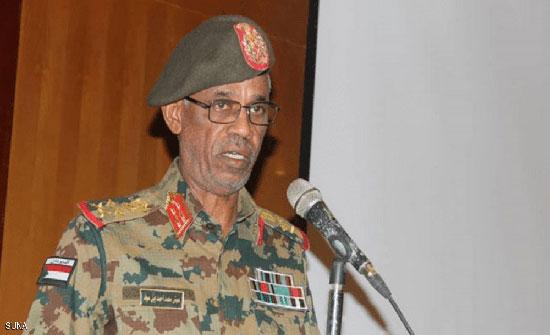 """بالفيديو : وزير الدفاع السوداني يعلن """"اقتلاع"""" النظام واحتجاز البشير"""