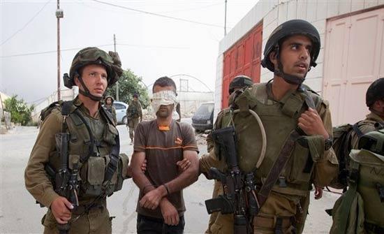 الاحتلال يعتقل 14 فلسطينياً في الضفة الغربية