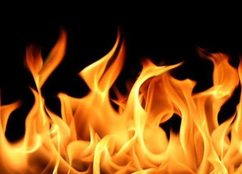 3 إصابات بحريق منزل في اربد