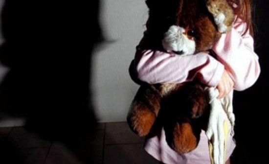 اربد: لحظات من العنف والقهر عاشتها طفلة..جار لذويها هتك عرضها داخل سيارته