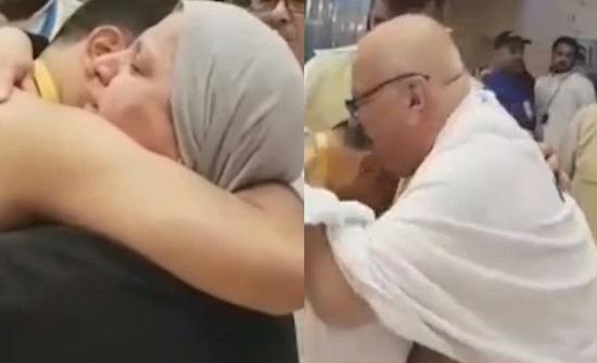 فيديو مؤثر لسوري يلتقي بوالديه في الحج بعد 7 سنوات