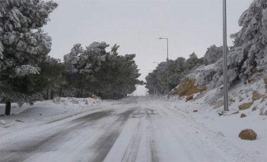 إخلاء 20 مواطنا حاصرتهم الثلوج في الطفيلة