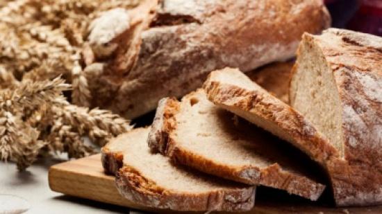 ما حقيقة العلاقة بين تناول الخبز الأسمر وخسارة الوزن؟