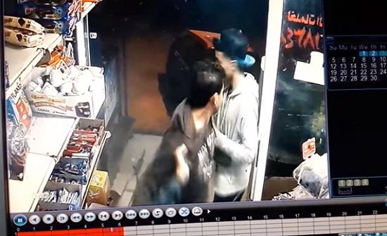 بالفيديو : العناية الآلهية تنقذ 3 شبان من الموت في عمان