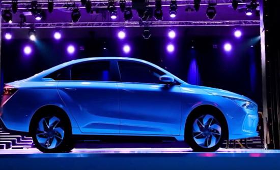 الصين تطلق واحدة من أجمل السيارات الكهربائية في العالم!