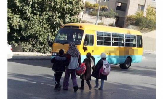 مأساة تتكرر.. أطفال يقضون دهسا تحت عجلات الباصات المدرسية