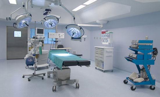 فضيحة طبية مدوية: صوّروا المريض عارياً.. ووزراة الصحة دخلت على الخط!