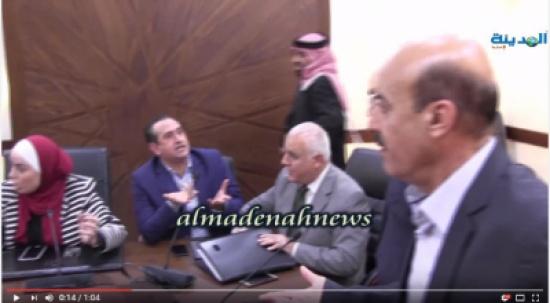 بالفيديو :هكذا منع الصحفيون من حضور اجتماع لجنة الصحة حول الدجاج الفاسد