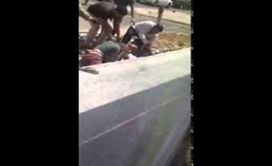 بالفيديو : مشاجرة عنيفة باستخدام سلاح ابيضفي السعودية