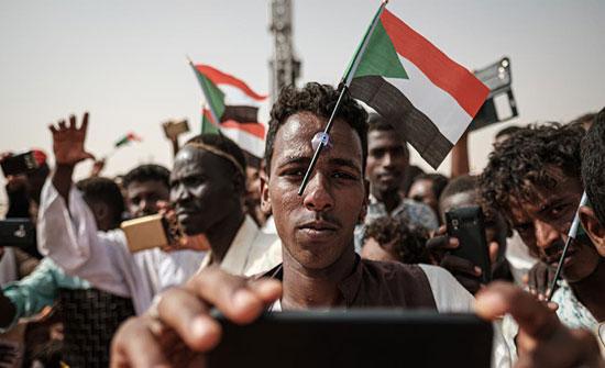 بالفيديو : تظاهرة طلابية في الخرطوم قرب قصر الرئاسة