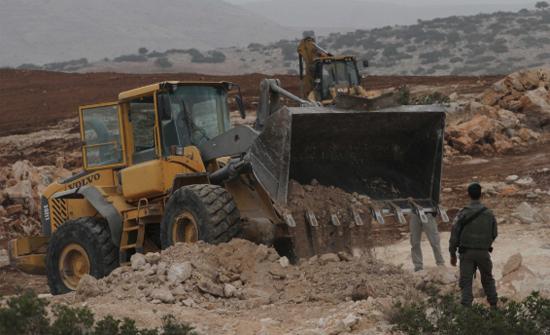 جرافات الاحتلال الإسرائيلي تهدم غرفة زراعية جنوب بيت لحم