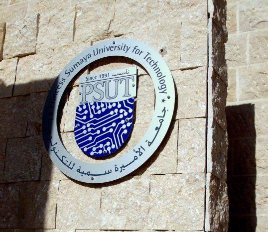 رئيس جامعة الأميرة سمية للتكنولوجيا يلتقي الطلبة الوافدين في الجامعة