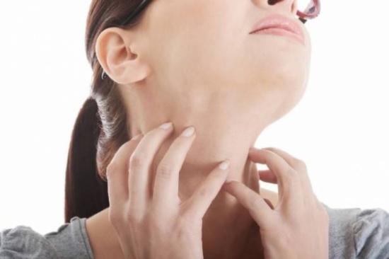 آلام الحلق: الأسباب والأعراض.. وهذه طرق العلاج