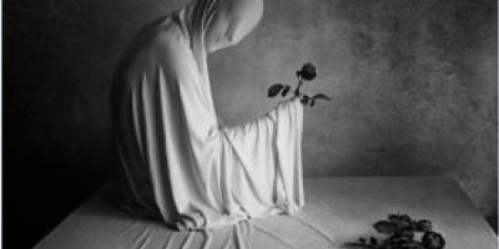 بعد موت ابنتها الأم بقيت تسمع أصوات خارجة من غرفتها!!