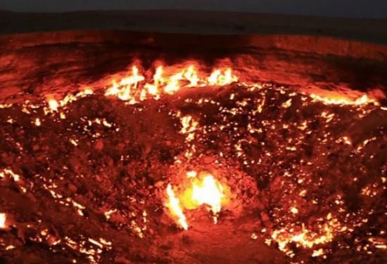 صور مرعبة لـ'باب جهنم' الذي حير العلماء لعقود!
