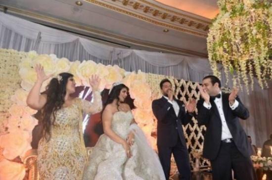 بالصور- هيفاء وهبي بفستان مثير في حفل زفاف بالإسكندرية!