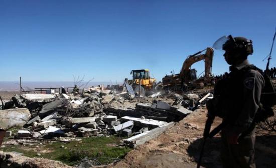 الاحتلال الفلسطيني يخطر بهدم مبنى اللجنة الشعبية في مخيم شعفاط بالقدس