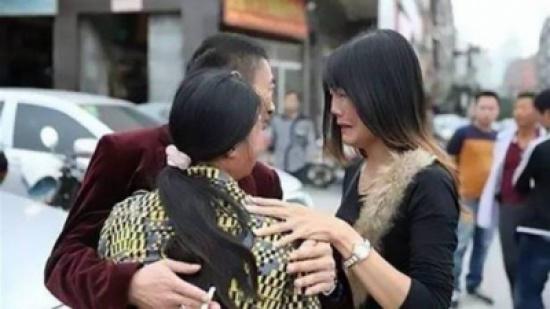 بعد 17 عاماً على اختطافها... هكذا اجتمعت بعائلتها من جديد