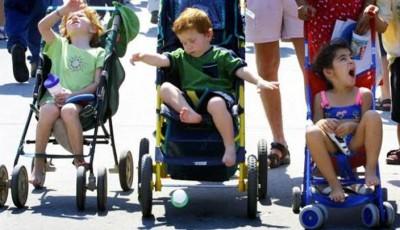 حقيقة صادمة.. عربات الأطفال تدفع 50 طفلا يوميا لغرف الطوارئ