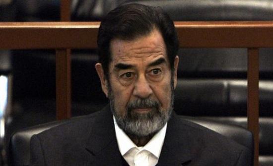 شاهد : بعد سنوات على إعدامه.. عراقيون يهتفون لصدام حسين