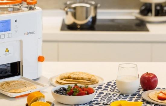 """""""روتيماتيك"""" أول روبوت لصنع الخبز يصل الشرق الأوسط"""