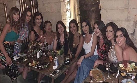 قبلات ورقص.. الصلحة تمّت بين نادين نسيب نجيم وسيرين عبد النور (فيديو)
