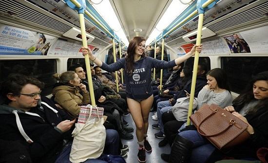 بالفيديو : ركاب مترو لندن يحتفلون بالمهرجان السنوي «يوم بدون سراويل»