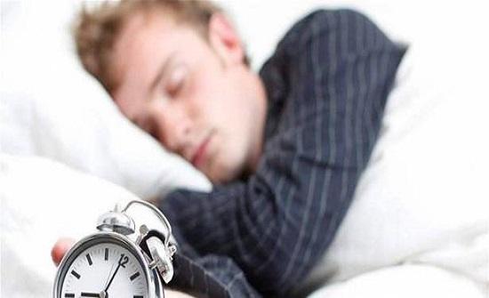 هل تستيقظ في الوقت نفسه كل ليلة.. تعرّف على الأسباب!