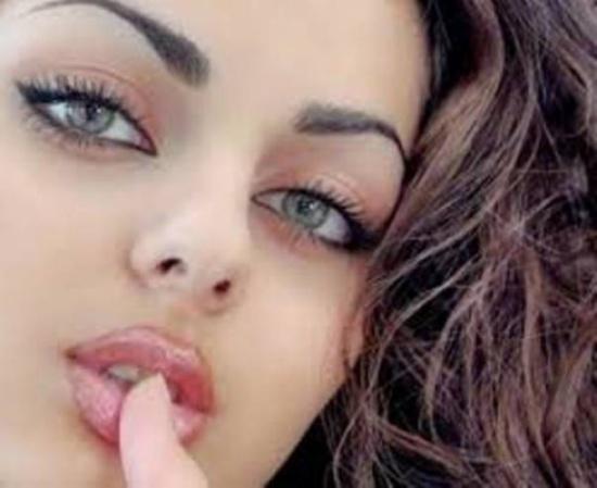 لماذا تمتلك الفتاة الجميلة أصدقاء ذكوراً ولا تصادق الاناث