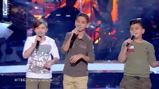 بالفيديو – من أصعب مواجهات The Voice Kids... ديو ثلاثي استثنائي بأداءٍ ناري!