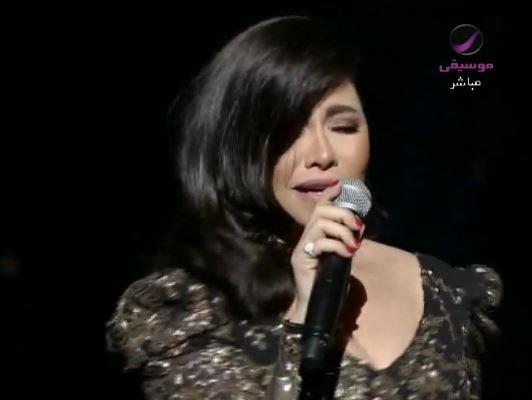 مفاجئة جديدة من شيرين… شاهد ماذا قالت على مسرح هلا فبراير في الكويت