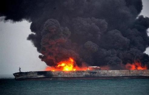 تعليق جهود الإطفاء والإنقاذ بناقلة نفط ايرانية
