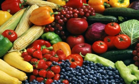 ماذا يحدث لجسم الإنسان إذا تناول الفاكهة والخضروات فقط؟