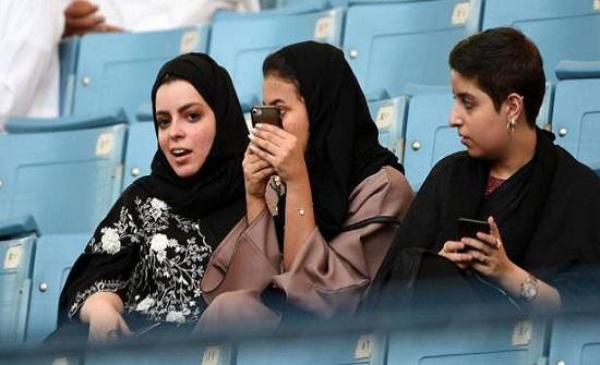 رد فعل السعوديين على قرار منع دخول الملاعب بملابس النوم