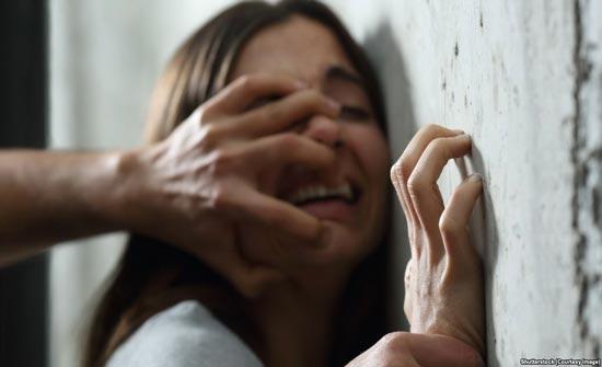 الكاميرات تكشف.. فتاة تتعرض لـ3 اعتداءات جنسية بنفس الليلة