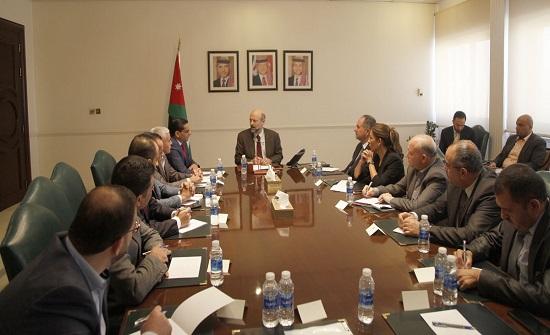 رئيس الوزراء يؤكد المسؤولية المشتركة للحكومة والصحافة في توضيح الحقائق