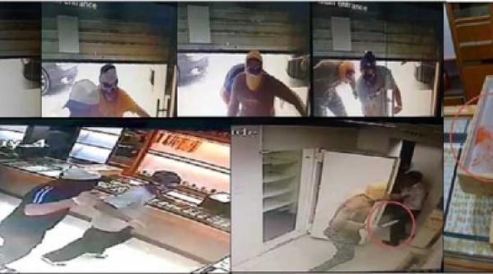 شاهد: سطو مسلح بالسلاح الأبيض على محل مجوهرات في دبي وسرقة مشغولات بـ 3 ملايين درهم