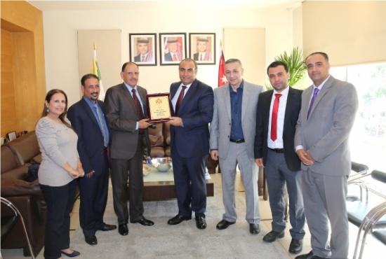 أمين عمان يلتقي لجنة المجتمع المحلي لمجلس محافظة العاصمة