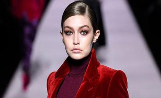 صور .. جيجى حديد تتألق بالأحمر فى أسبوع الموضة بنيويورك