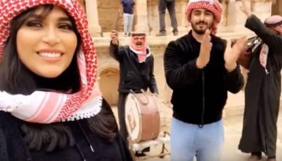 شاهد: الدكتورة خلود وزوجها يرقصون على الدبكة الأردنية