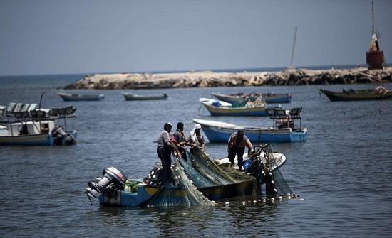 الاحتلال يقلص مساحة الصيد ببحر قطاع غزة إلى ستة أميال