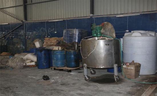 في سابقة هي الأولى من نوعها ..ضبط معملا لتصنيع الحبوب المخدرة في عمان (شاهد)