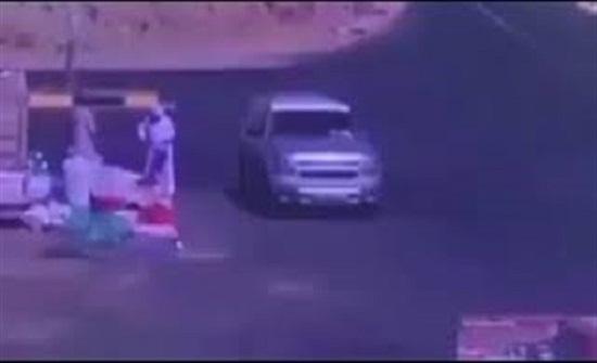 حادث تصادم مروع بسبب انشغال السائق في الهاتف المحمول (فيديو)