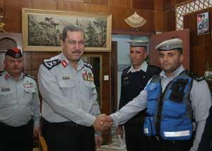 اللواء الكوفحي يزور مديرية دفاع مدني الكرك المدينة نيوز
