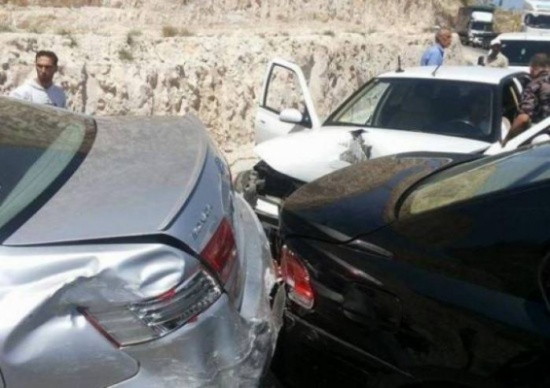 9 إصابات بتصادم ثلاث مركبات في شارع الاردن