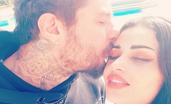 شاهدوا بصورة.. أحمد الفيشاوي يضعُ زوجته في مرمى السّاخرين