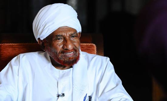 المهدي يلمح إلى مبادرة جديدة لحل أزمة السودان